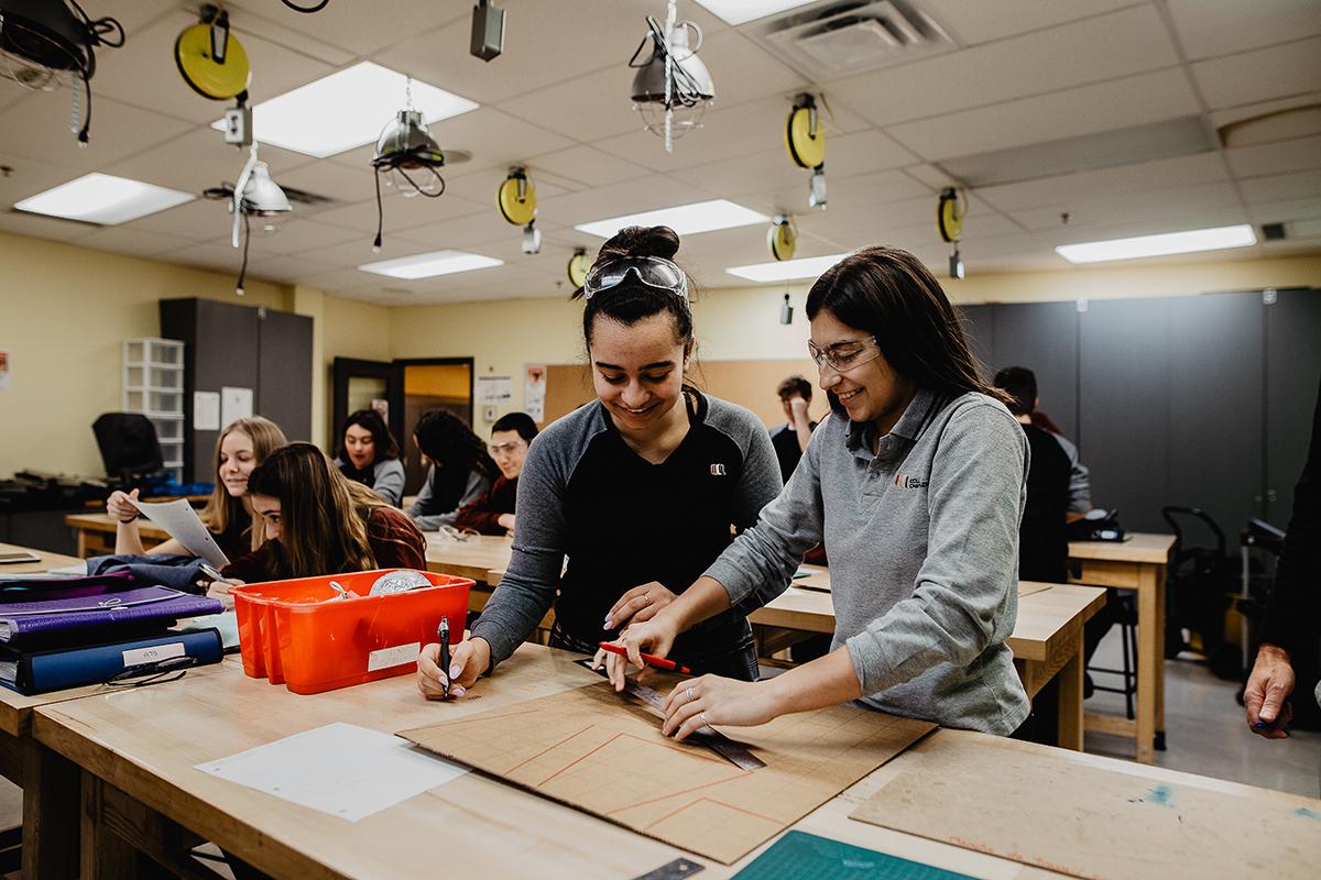 Photo étudiantes salle de travail