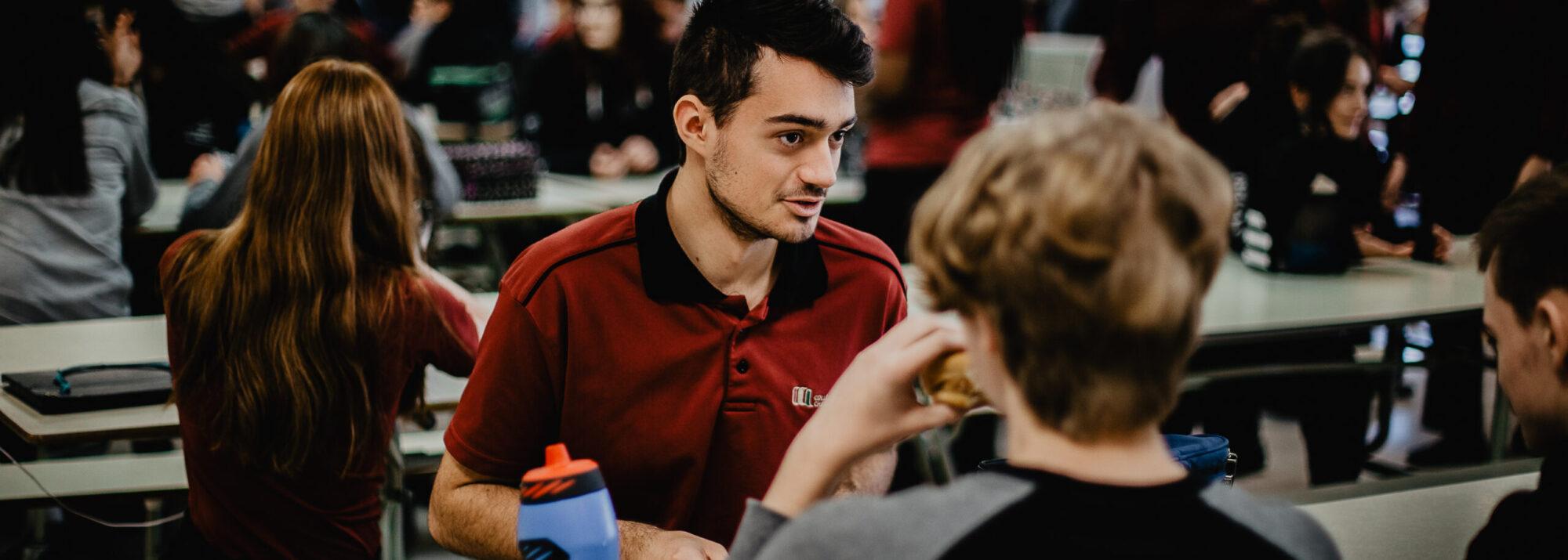 Image étudiants dans la cafétéria